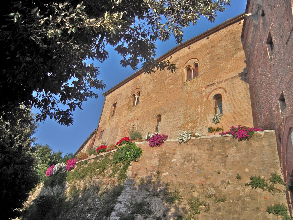 scenic small towns to visit in tuscany in autumn