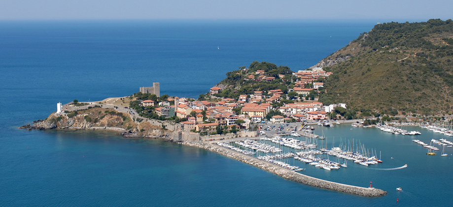 coastal towns in tuscany