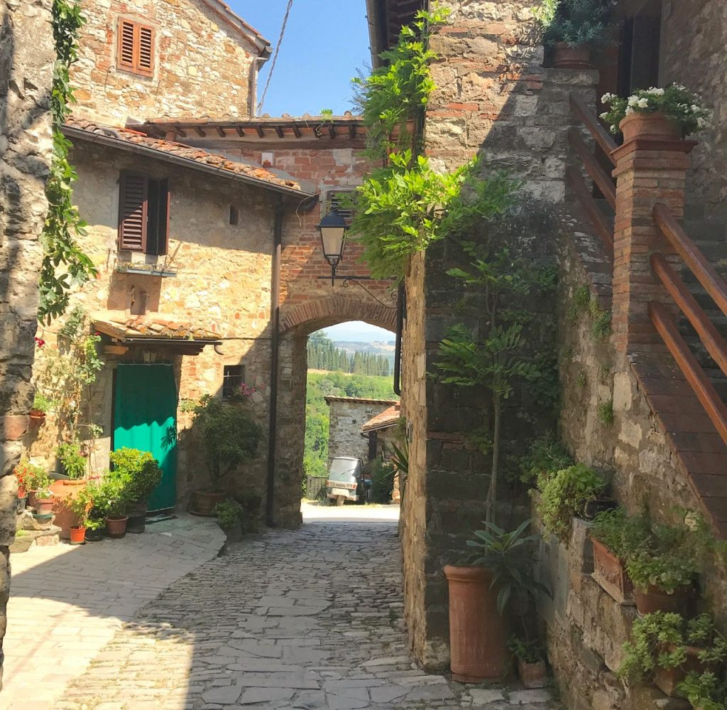 fairy tale villages in tuscany