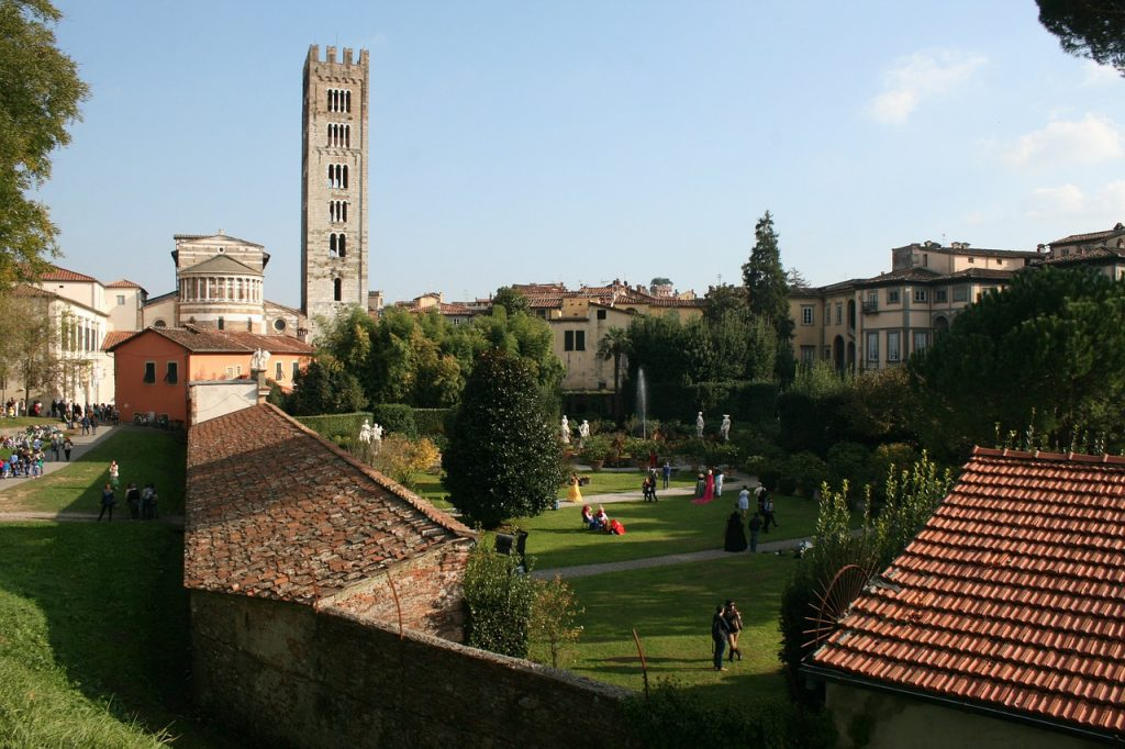 walled tuscan city