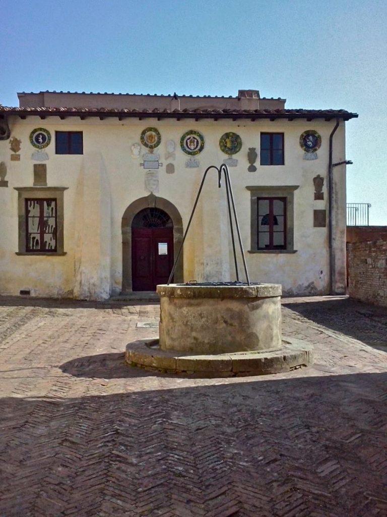 lari castle