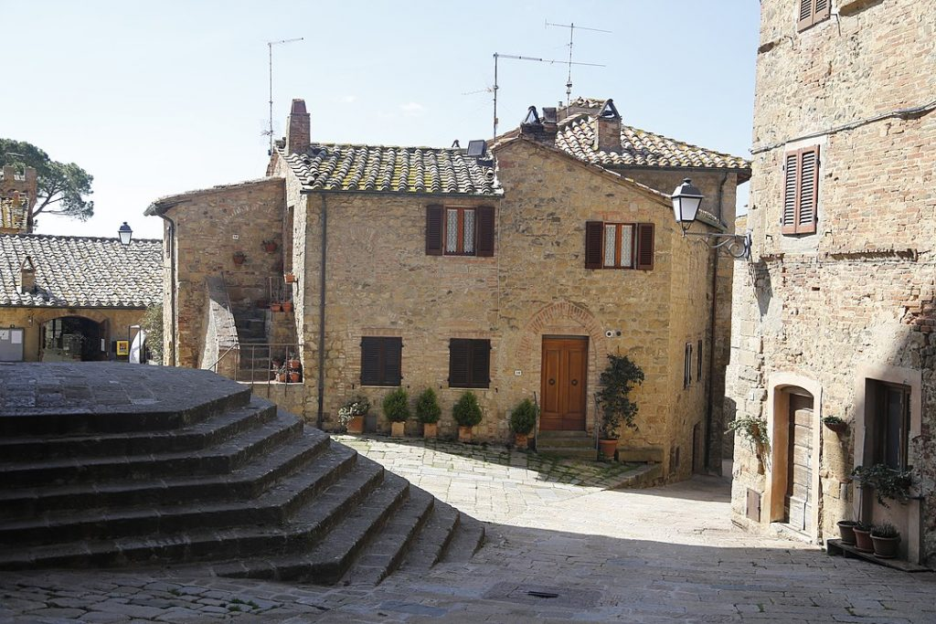 val d'orcia small towns